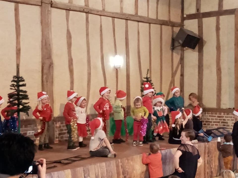 Magnifique Noël des enfants du regroupement scolaire dans la communes de Lemè