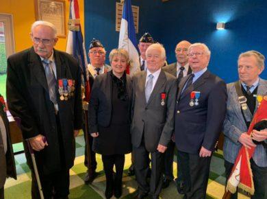 Cérémonie de remise d'insignes de Chevalier de la Légion d'Honneur à Jean-Jacques DEBADIER