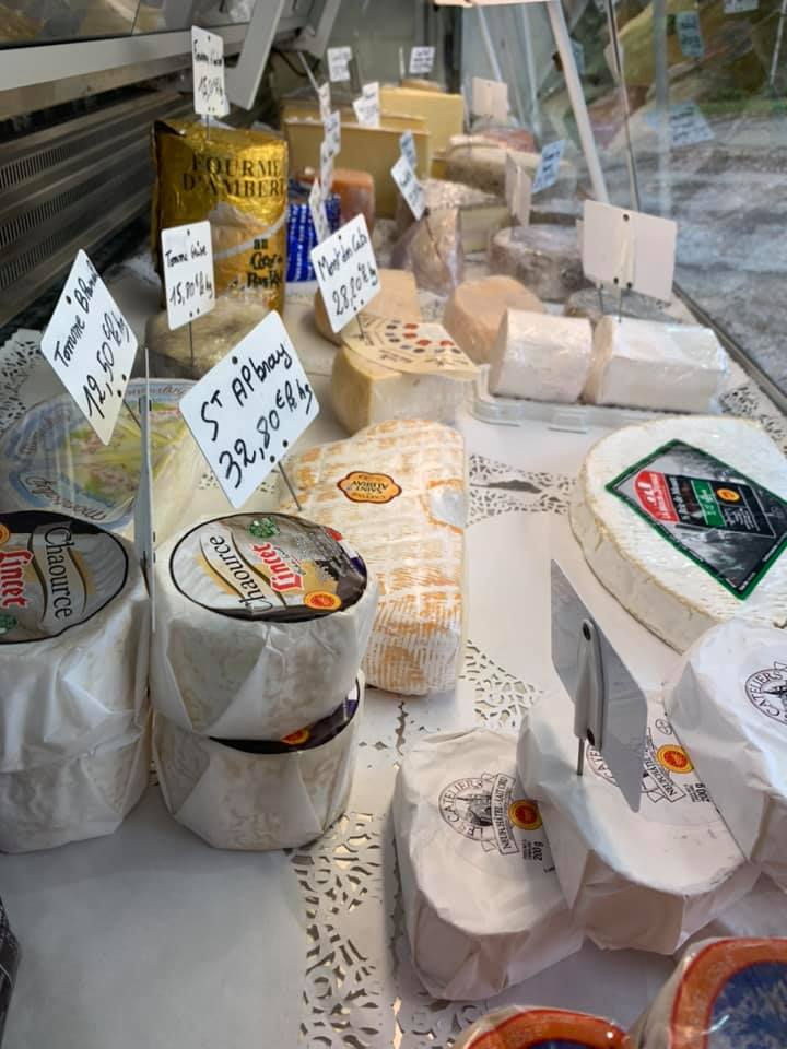 Sympathique petit marché de Sains-Richaumont