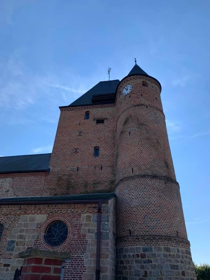 église fortifiée Sainte-Benoite de Lerzy